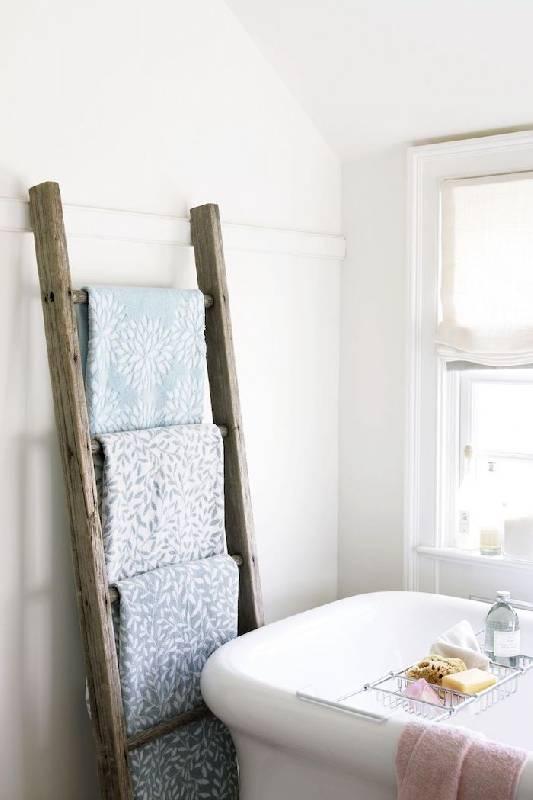 Échelle en bois utilisée pour suspendre les serviettes
