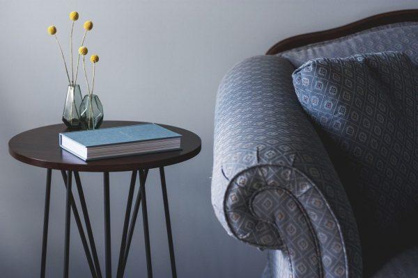 Comment choisir une table d'appoint idéale pour n'importe quel espace ?